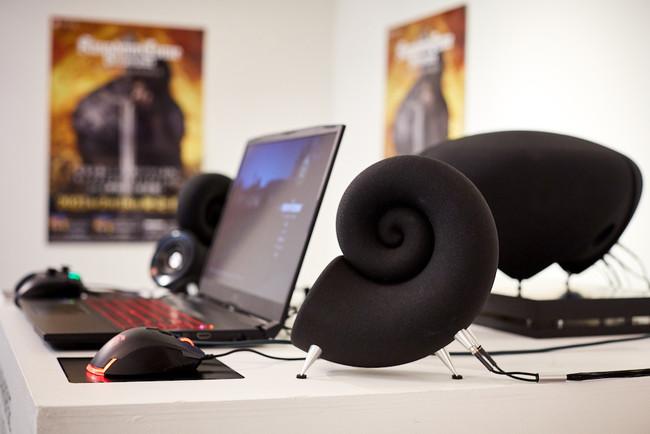 デスクトップ専用ハイエンドスピーカーシステム「DEEPTIME」、チェコセンター主催の体験型ゲーム&アート展示会「チェコゲームの世界」に機材協力