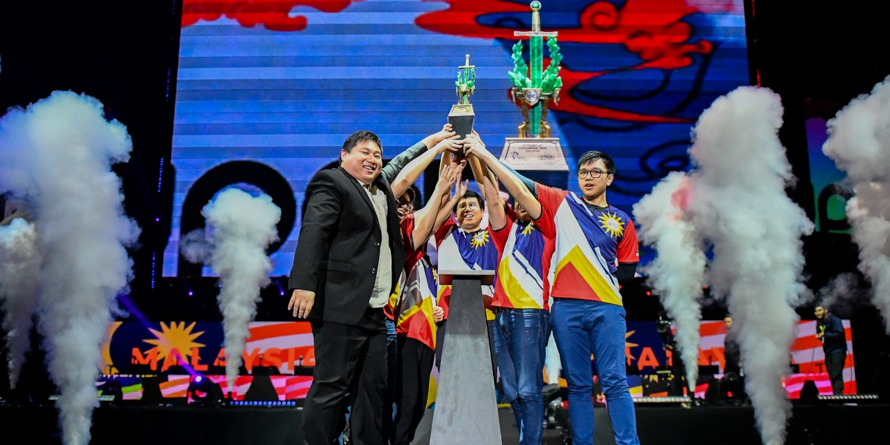 [Hyperplay] The Kuala Lumpur Hunters defeat Vietnam's Super Star Destroyers in the Grand Finals