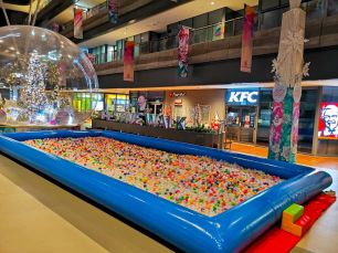 Mega ball Pool