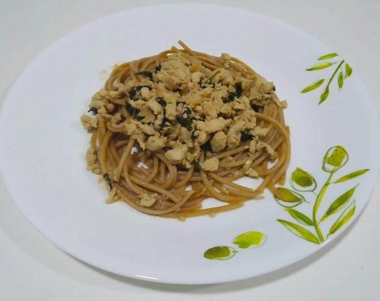 Spaghetti kra pao-Thai basil chicken