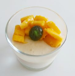 Mango mousse with 4 ingredients