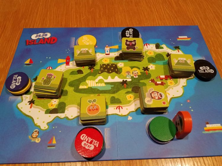 In this case, Red would get the Orange, Blue would get the Cactus, Yellow would get the Mountain, and Green would get the Diver, which is a wild token.