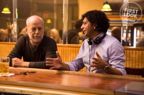 Glass Bruce Willis and M. Night Shyamalan on set