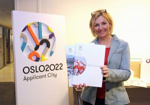 Oslo 2022 Director Eli Grimsby delivers Olympic application to IOC (Oslo 2022 Photo)
