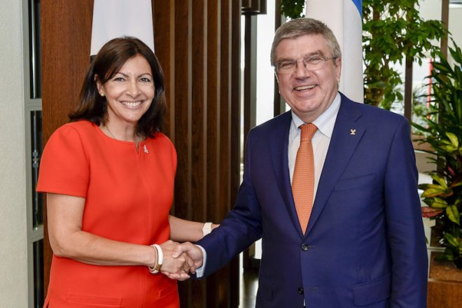 IOC President Thomas Bach Welcomes Paris Mayor Ann Hidalgo to discuss Olympic Bid (Paris 2024 Photo)