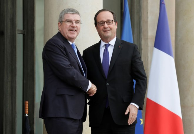 IOC President Thomas Bach (left) and French President Francois Hollande meet in Paris