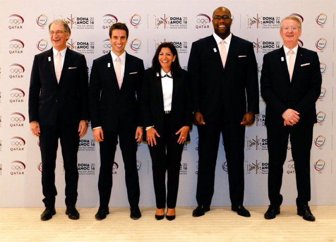 Paris' 2024 bid delegation with Mayor Anne Hidalgo (centre) present in Doha, Qatar at ANOC General Assembly (Paris 2024 photo)