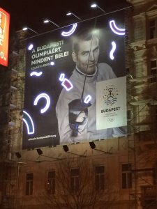Building sign advertises Olympic bid in Central Budapest (GamesBids Photo)