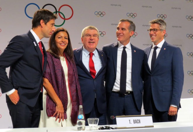Paris 2024 and LA 2028 leadership celebrate with IOC President Thomas Bach (centre) after ratification of double-allocation (GamesBids Photo)