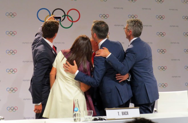 Paris 2024 bid Chair Tony Estanguet shoots a selfie of the new Olympic partner with IOC President Thomas Bach (GamesBids Photo)