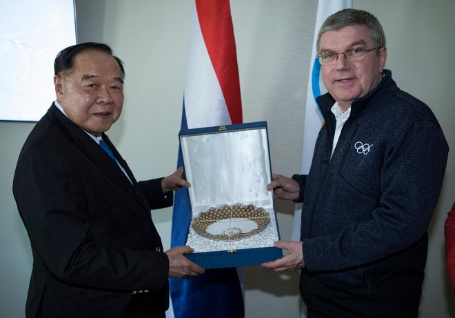 IOC President Thomas Bach with Thailand's Deputy Prime Minister General Prawit Wongsuwan during a meeting with the Thailand NOC in PyeongChang (IOC Photo)