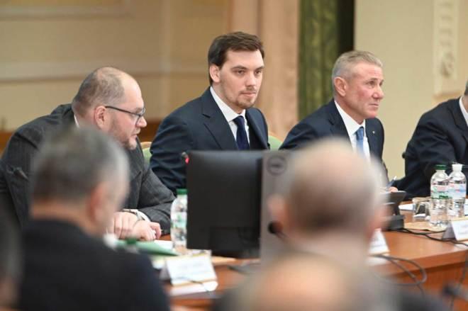 Ukraine Prime Minister Oleksiy Honcharuk with IOC Member Sergey Bubka (right) on February 11, 2020 (Photo: Oleksiy Honcharuk/Twitter)