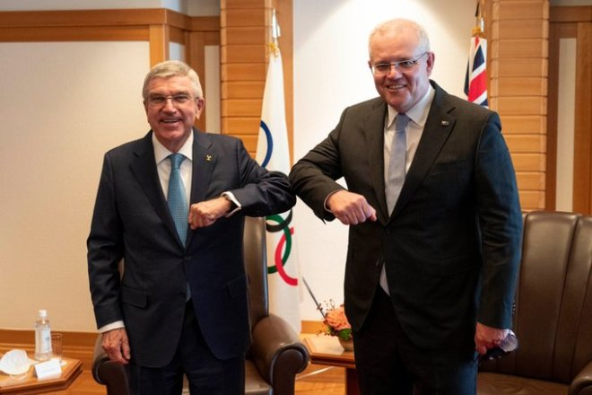 IOC President Thomas Bach (left) meets with Australian Prime Minister Scott Morrison in Tokyo on Nov. 17, 2020 (IOC Photo/Twitter)