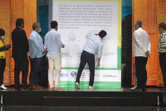 Officials sign host city contract at ceremony celebrating the election of the Barranquilla 2027 Pan American Games in Colombia August 27, 2021 (Panam Sports photo)