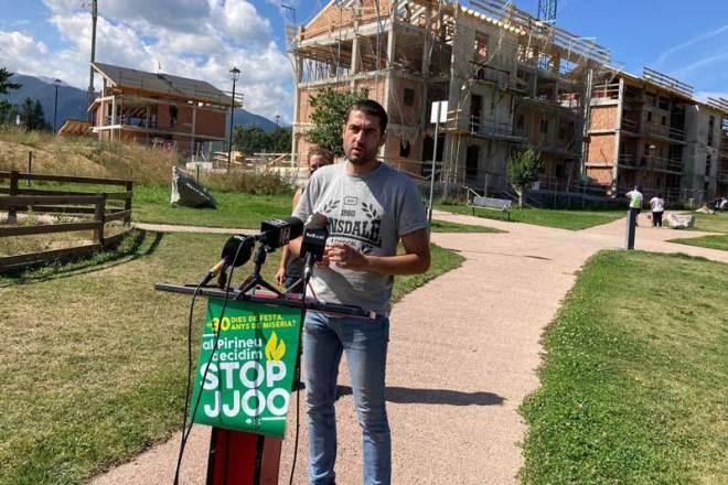 Stop JJOO spokesperson Bernat Lavaquiol speaks to reporters in opposition to the Pyrenees-Barcelona 2030 Winter Olympics bid (Photo: B. Lavaquiol)