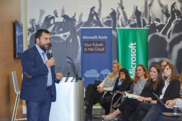 Ο κ. Βαγγέλης Μόρφης, Διευθυντής Marketing & Operations για τη Microsoft Ελλάδας, Κύπρου & Μάλτας άνοιξε την Εβδομάδα Κώδικά κατά τη διάρκεια εκδήλωσης για γονείς & εκπαιδευτικούς στα γραφεία της εταιρείας.