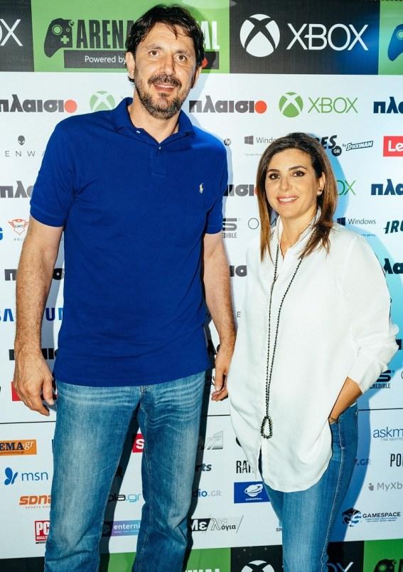 Η Διευθύνουσα Σύμβουλος της Microsoft Ελλάδος, Κύπρου & Μάλτας, Πέγκυ Αντωνάκου, με τον πρεσβευτή του ΝΒΑ, Ευθύμη Ρεντζιά, στο Xbox Arena Festival powered by Πλαίσιο, που έγινε στις 23 και 24 Ιουνίου στο Gazi Music Hall.