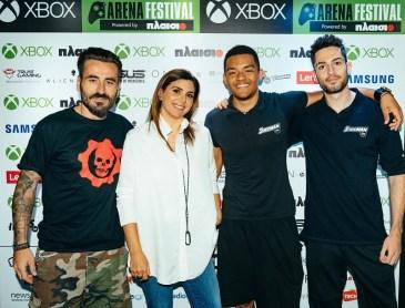 Η Διευθύνουσα Σύμβουλος της Microsoft Ελλάδος, Κύπρου & Μάλτας, Πέγκυ Αντωνάκου, με τον παρουσιαστή, Γιώργο Μαυρίδη, τον παγκόσμιο πρωταθλητή επί κοντώ (U18), Mανόλο Καραλή, και τον πρωταθλητή Ευρώπης στο μήκος (U20), Μίλτο Τεντόγλου, στο Xbox Arena Festival powered by Πλαίσιο, που έγινε στις 23 και 24 Ιουνίου στο Gazi Music Hall.