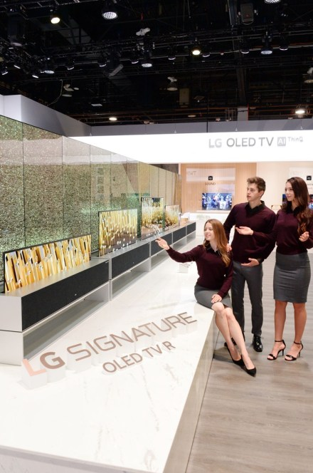 LG-OLED-TV-R-Booth-02