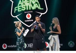 O παγκόσμιος πρωταθλητής στο επί κοντώ, Εμμανουήλ Καραλής on stage με τις Ελένη Βουλγαράκη και Ilenia Williams, στο Xbox Arena Festival Sponsored by Vodafone, που «πλημμύρισε» από 10.000 gamers στο Gazi Music Hall, το Σάββατο 29 Ιουνίου.