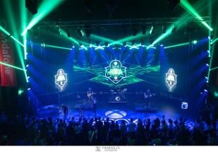 Ο Μιχάλης Stavento και η μπάντα του επί σκηνής, στο Xbox Arena Festival Sponsored by Vodafone, που «πλημμύρισε» από 10.000 gamers στο Gazi Music Hall, το Σάββατο 29 Ιουνίου.