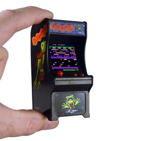 SI-TINY-ARCADE-FROGGER-SCALE-600