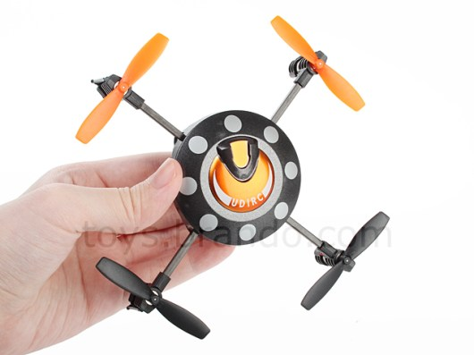 Der kleine Quadrocopter. (Foto: Brando)