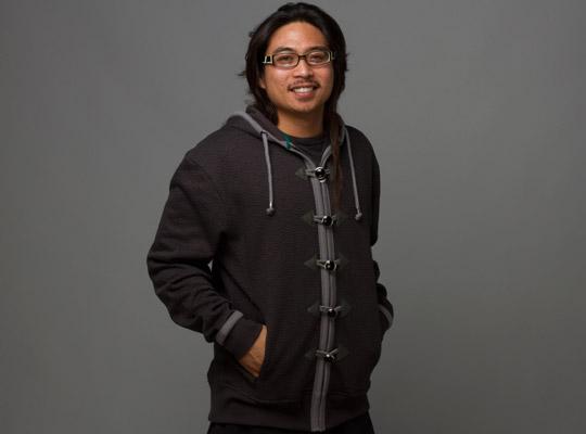 Männer tragen das Mönchs-Hoodie. (Foto: Jinx)