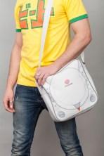Die Dreamcast-Tasche. Passt vermutlich eine Dreamcast rein. (Foto: insertcoinclothing.com)