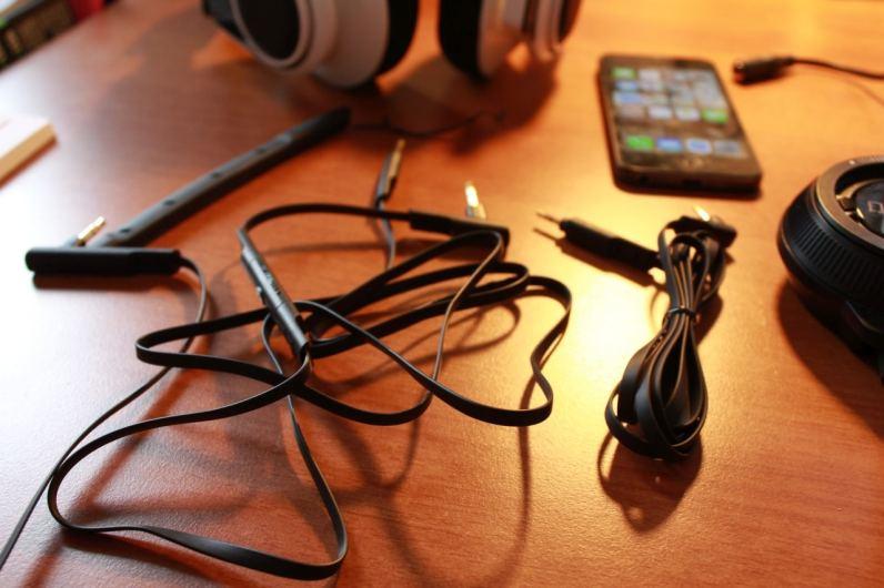 Viele, aber praktische Kabel! (Foto: GamingGadgets.de)