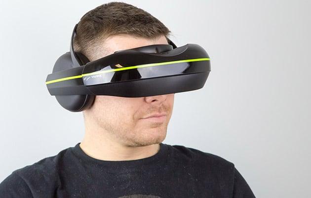 Nicht so wuchtig wie andere VR-Brillen. IFoto: Vuzix)