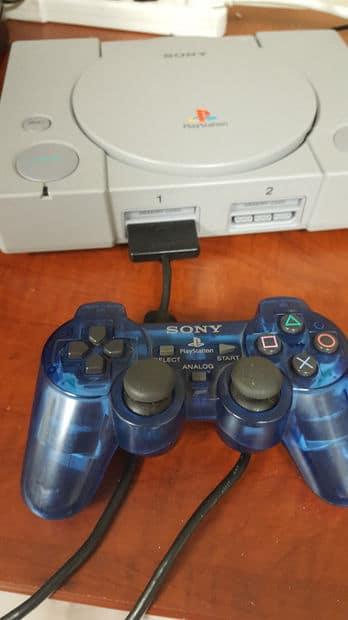 Zum Einsatz kommt ein PlayStation 2-Controller. (Foto: Instructables)