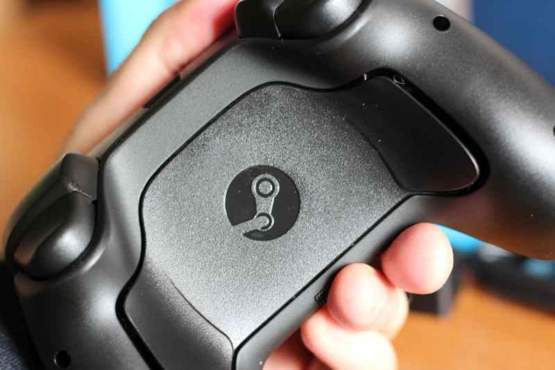 Auf der Rückseite sind noch weitere Tasten. (Foto: GamingGadgets.de)