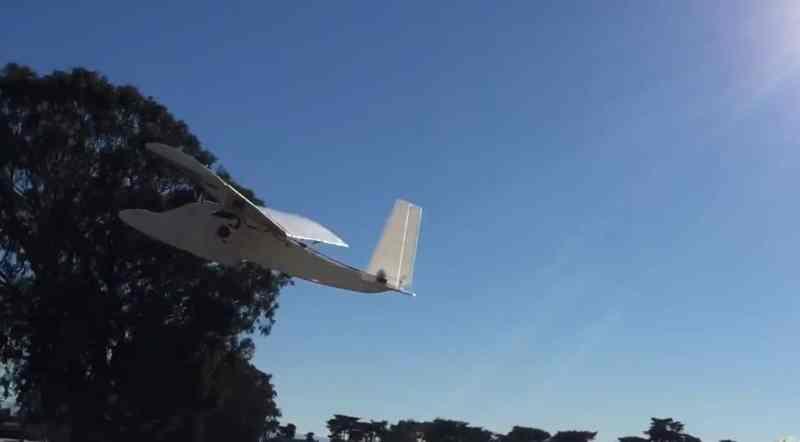 In die Luft geworfen, schon kann es losgehen. (Foto: Screenshot / YouTube)