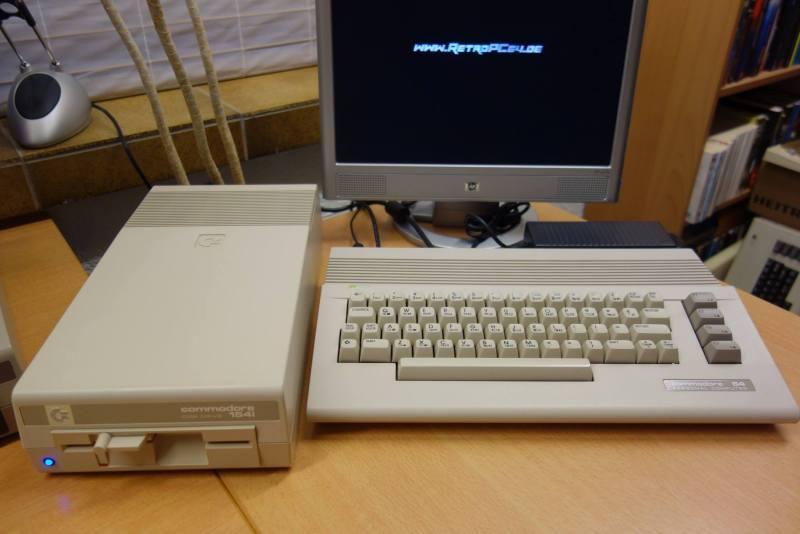 Floppy mit Blu-ray-Laufwerk? Alles ist möglich. (Foto: Andreas Wagener)