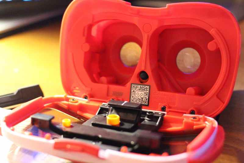 Hier findet das Smartphone Platz. (Foto: GamingGadgets.de)