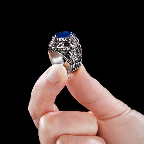Wuchtiger Ring. (Foto: ThinkGeek)