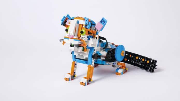Laufen kann die Katze auch. (Foto: LEGO)