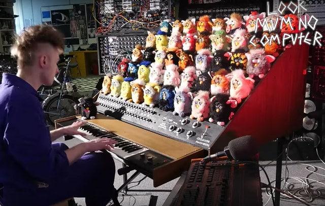 Nach Spaß sieht die Orgel ja aus. (Foto: LOOK MUM NO COMPUTER / YouTube)