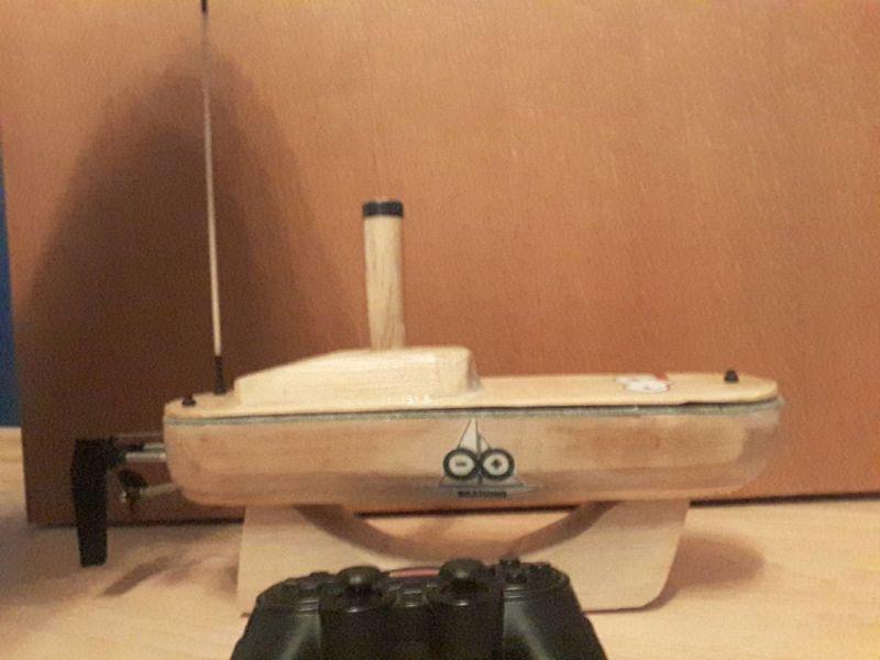 Gesteuert wrid das Boot mit einem PlayStation-Controller. (Foto: Matija Adric)