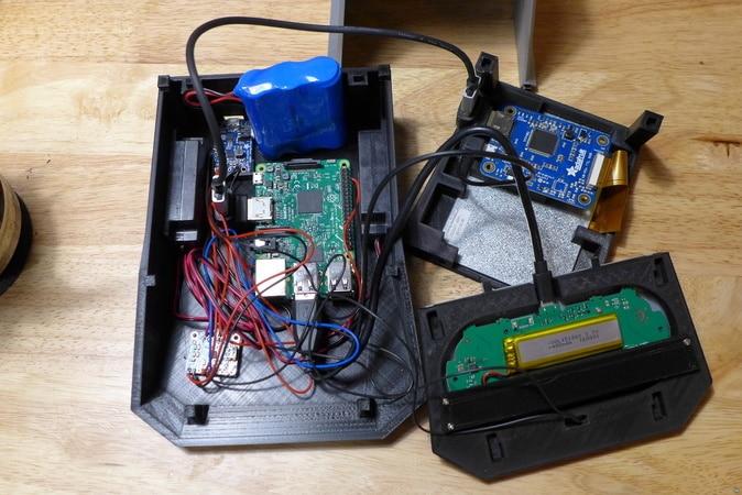 Komponenten werden mit Klettverband befestigt. (Foto: Youmagine)