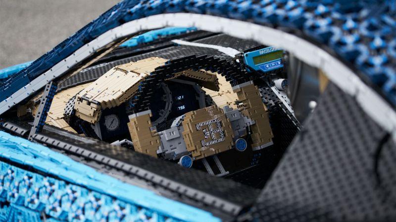 Sogar mit Lenkrad. Der Hammer! (Foto: LEGO)