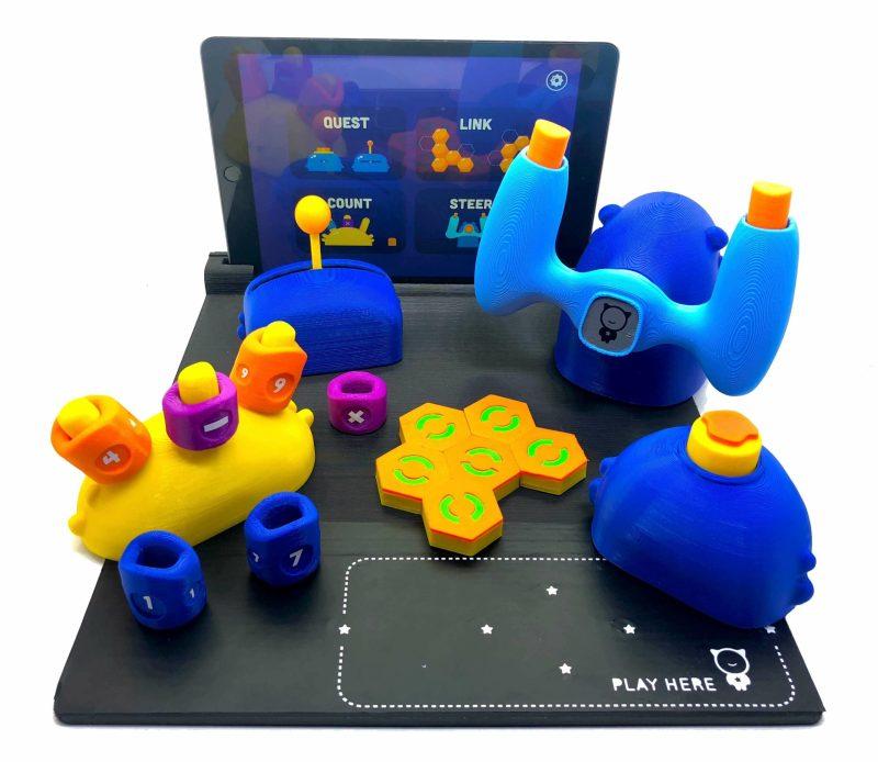 Spielfläche mit Halterung und die zusätzlichen Controller. (Foto: PlayShifu)