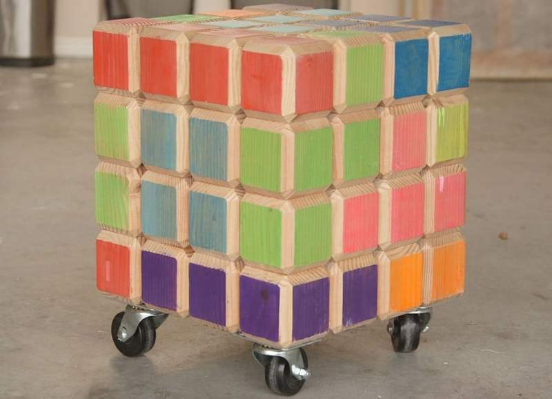 Ein Rollhocker aus Tetris-Teilen. (Foto: The Beardless Man)