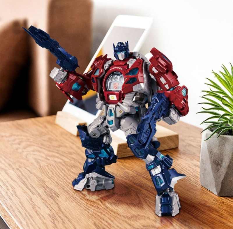 Das Herz von Optimus Prime ist die Uhr. (Foto: Takara Tomy)