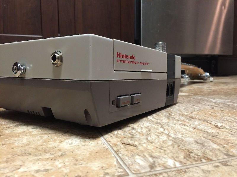 Mit einer NES-Konsole mal etwas anders spielen. (Foto: Guitendo)