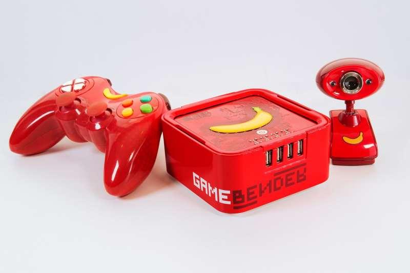 Konsole mit Zubehör. (Foto: GameBender)