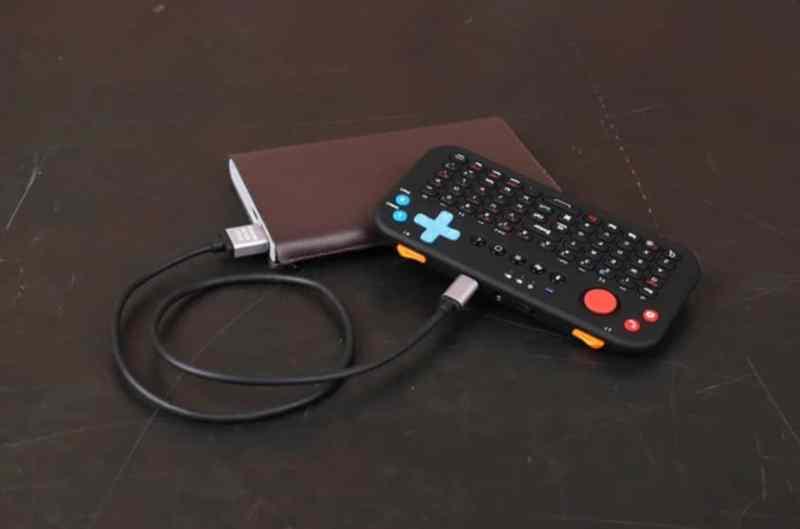 Aufgeladen wird das Gadget via USB. Ein Akku ist integriert. (Foto: Power Vessel)