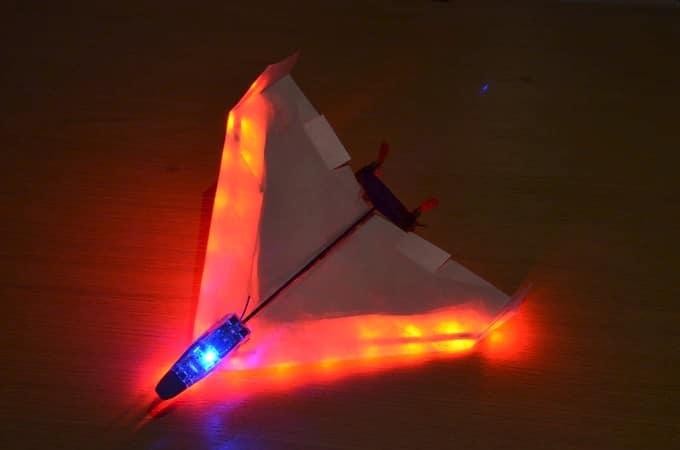 Das Pro-Kit bietet sogar LEDs. (Foto: PowerUp Toys)