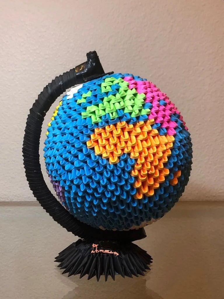 Der Origami Globus in voller Pracht. (Foto: Jorik Dammann)